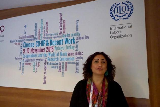 Simel Esim (ILO): οι συνεταιρισμοί αντέχουν τα σοκ των αγορών αλλά φέρνουν κοντά και τις κοινότητες