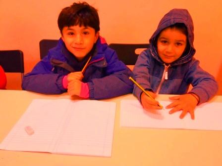 """Τα παιδιά πρόσφυγες χρειάζονται πρόσβαση στην εκπαίδευση – μια """"τάξη"""" με προσφυγόπουλα στο Welcommon"""