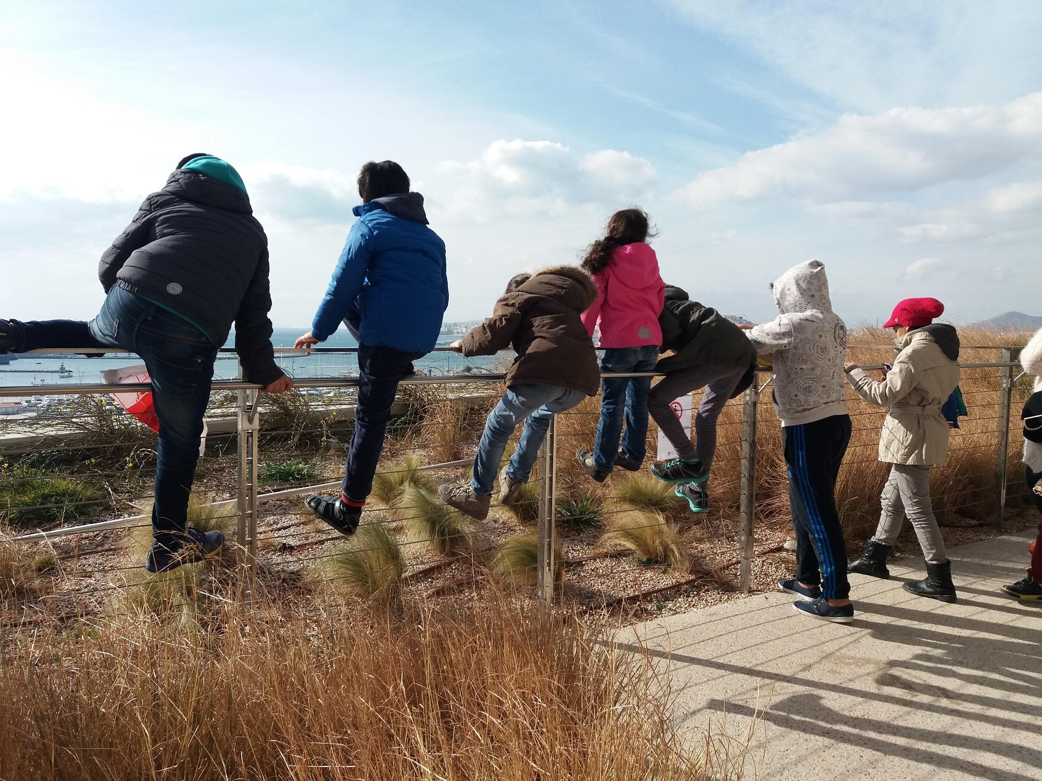 Μια βόλτα με πρόσφυγες στο πάρκο Σταύρος Νιάρχος
