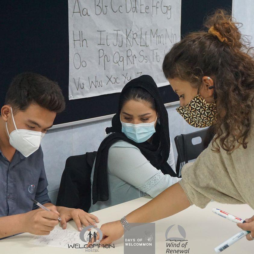 Ines, εθελόντρια Ανέμου Ανανέωσης: θα θυμάμαι την αγάπη και τις ζωγραφιές των παιδιών, το γέλιο, τις γεύσεις που δοκίμασα στο Welcommon Hostel
